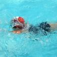 学校のプールで泳ぐ、miaです♪